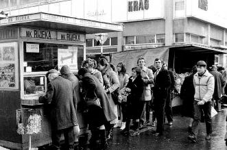 Godine 1982, Riječani kupuju ulaznice za utakmicu Rijeka - Hajduk