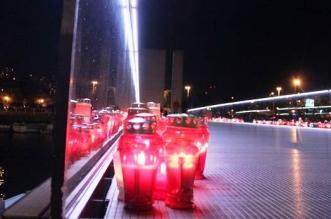 Stotine svijeća osvijetlile su Most hrvatskih branitelja (Foto: Riječanin)